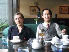 зашли в кафе попить чаю